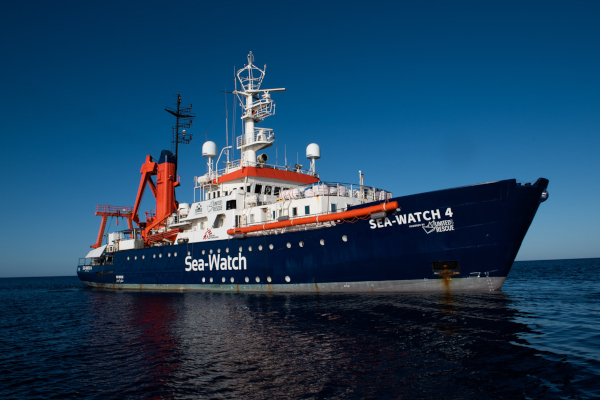 Sea-Watch 4 im Mittelmeer by Chris Grodotzki
